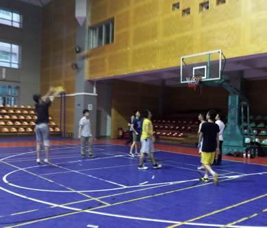 运动不止,优网科技开展篮球羽毛球健身运动